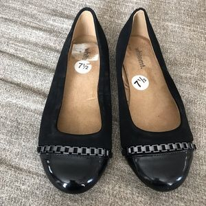 Black ballet pumps with chain detail